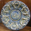C.sf., savona, fabbrica salamone, piatto da parata reale a scenografia barocca, seconda metà del xvii sec. 1.JPG