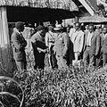 COLLECTIE TROPENMUSEUM President Jomo Kenyatta op bezoek bij de SNV stand op de Eldoret Agricultural Show TMnr 20014476.jpg