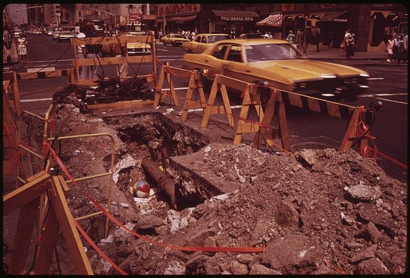 File:CONSOLIDATED EDISON AT WORK ON A MIDTOWN MANHATTAN STREET - NARA - 554313.jpg