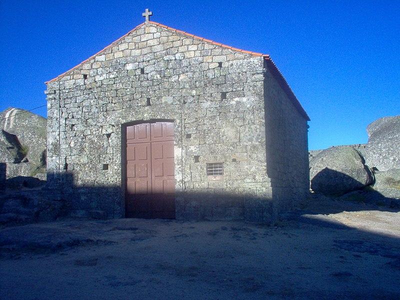 Imagem:Capela de Santa Maria do Castelo (Monsanto).jpg