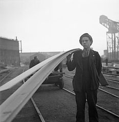 Cecil Beaton Photographs- Tyneside Shipyards, 1943 DB155.jpg