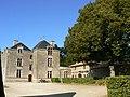 Château de Reigné cour intérieure.JPG