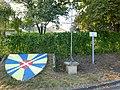 Charbogne (Ardennes) croix de chemin et blason.JPG