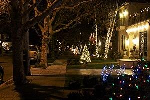 Willow Glen, San Jose - Example Willow Glen Christmas Decorations.