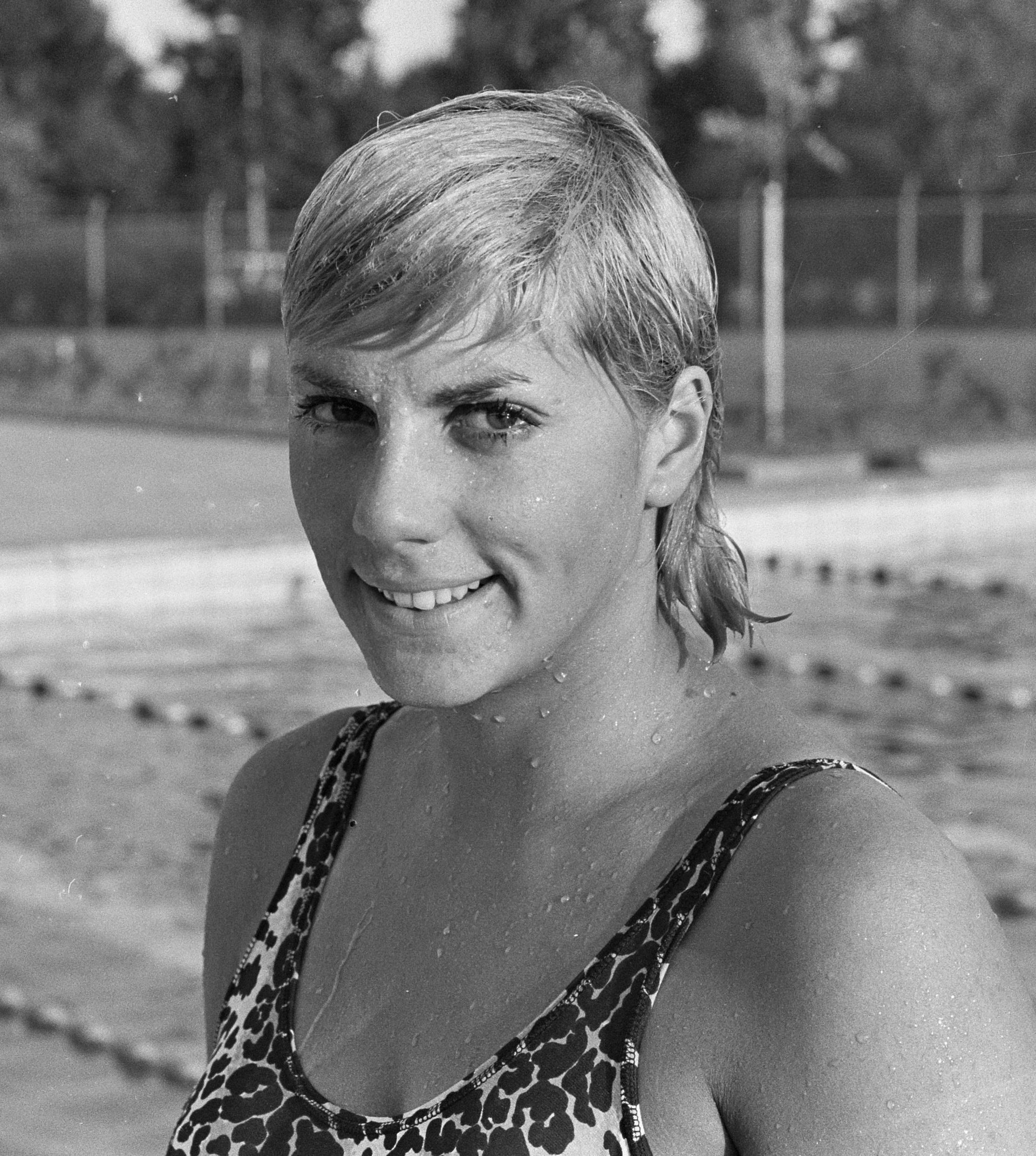 Christine caron wikipedia for Christine caron piscine