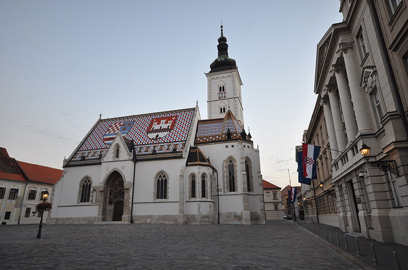 Fitxategi:Church of St. Mark and Coat of arms of Zagreb on southern roof (13024488014).jpg