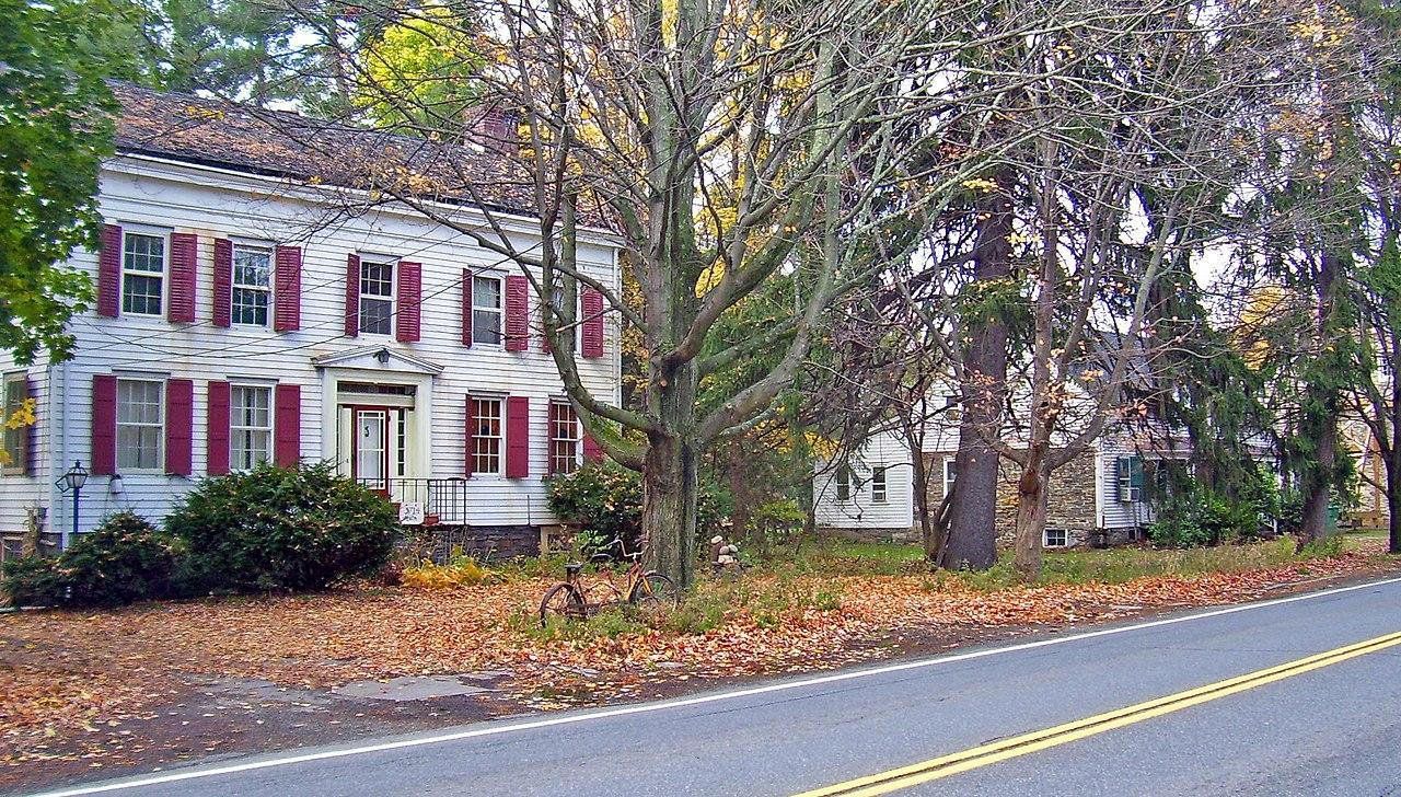 File colonial era houses on main street stone ridge ny for Ridge house