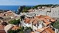 Croatie, Dubrovnik, Vue des remparts ouest et du fort Lovrijenac à partir des remparts nord (46317675165).jpg