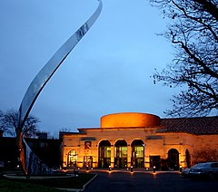 Dayton art institute exterior evening 2005.jpg