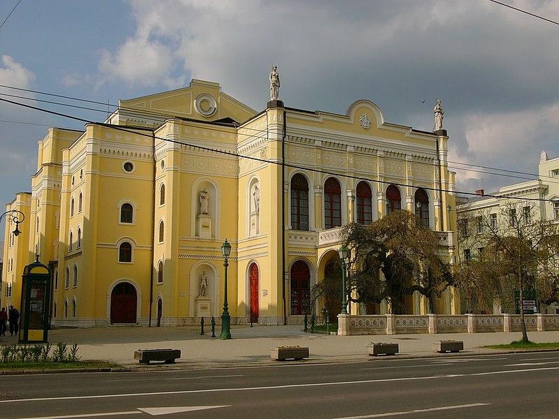 Debrecen csokonai szinhaz.jpg