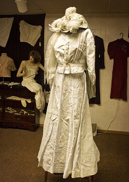 File:Dress at the Potter County Historical Society.jpg