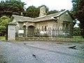 Dundas Castle Entrance and Gatehouse - geograph.org.uk - 43533.jpg