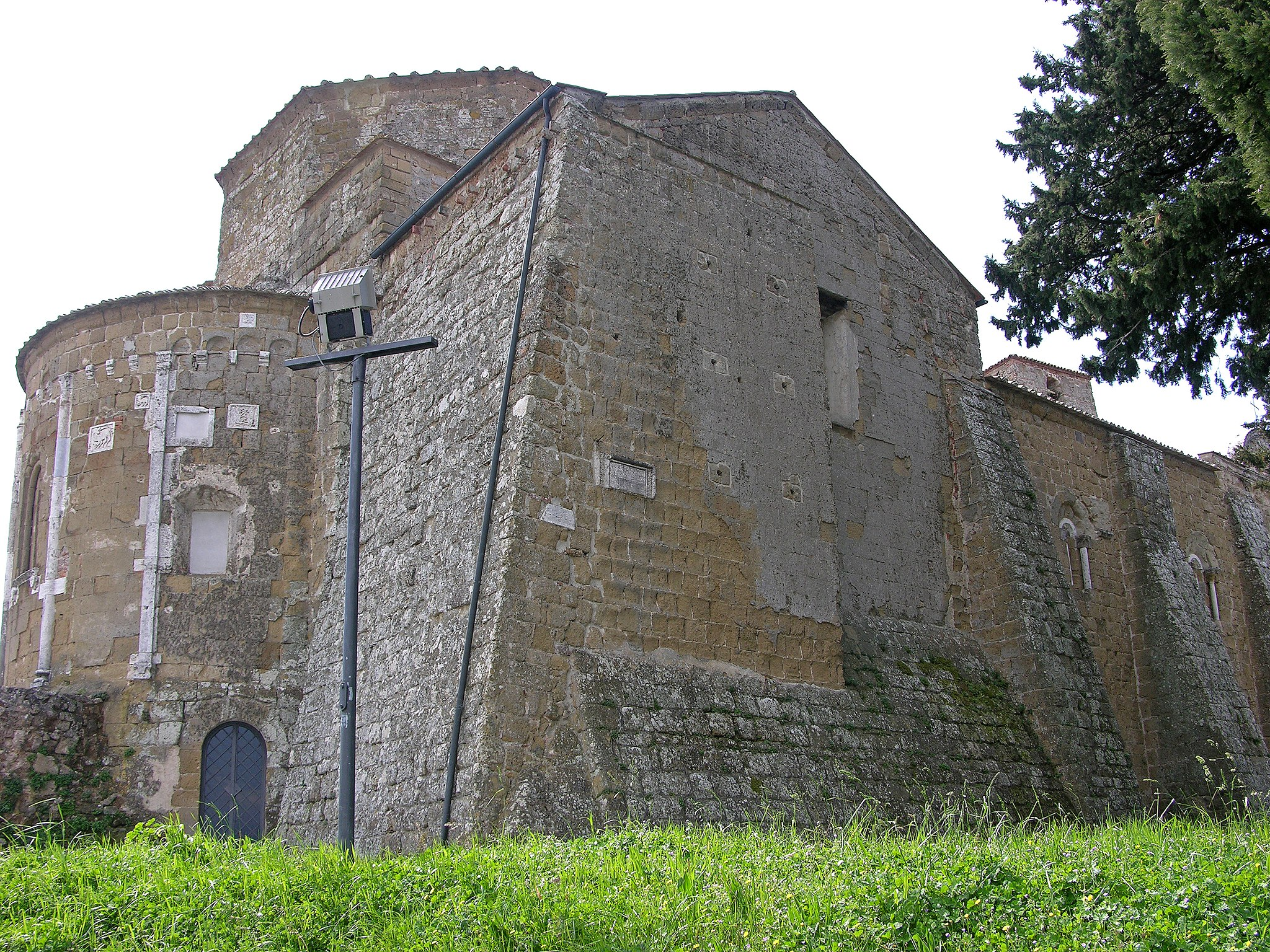 Duomo di Sovana - esterno lato destro