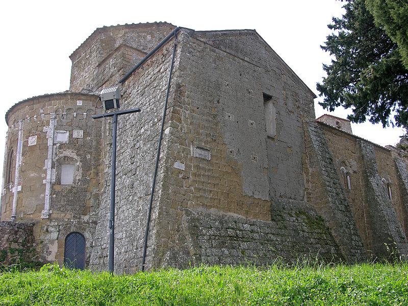 File:Duomo di Sovana - esterno lato destro.jpg