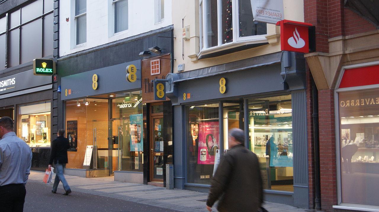 File:EE shops, Commercial Street, Leeds (17th December