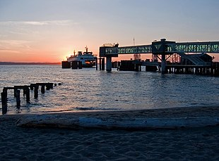"The <a href=""http://search.lycos.com/web/?_z=0&q=%22Washington%20State%20Ferries%22"">Washington State Ferries</a> dock in Edmonds"