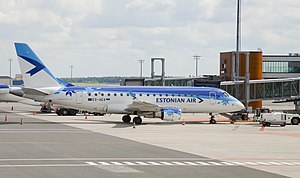 Embraer 170 (Estonian Air) Aeropuerto Tallinn, Estonia, 2012-08-05, DD 06.jpg