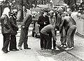 Energiebedrijf met het dichten van gas-gat hoek ParklaanNassaulaan in het voorjaar van 1984. Geschonken in 1986 door United Photos de Boer bv.JPG