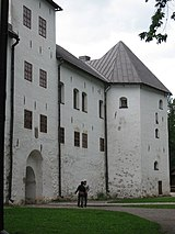 Entering the Turku castle.jpg