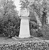 exterieur overzicht beeld in de tuin tussen de kerk en de pastorie - oostelbeers - 20325168 - rce