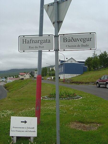 File:Fáskrúðsfjörður bilingualroadsign.jpg