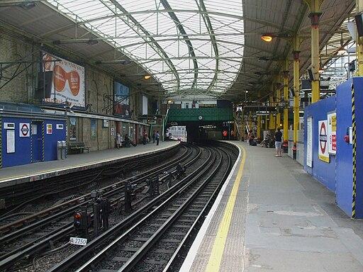 Farringdon station Circle look clockwise June 09