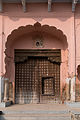 Fatehpur-02-Carved door-20131008.jpg
