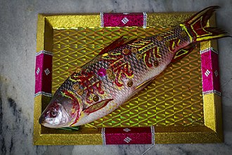 Bengali Hindu wedding - Fish as a gift in Bengali wedding: In Bengali weddings, the gifts are specially wrapped before sending them to the household of the bride and groom. However, such gifts have special motifs and fish is one of them.