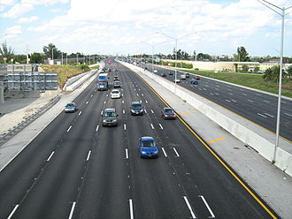 Interstate 95 in Florida - Interstate 95 southbound lanes at the Lantana Road interchange, with northbound lanes to the right