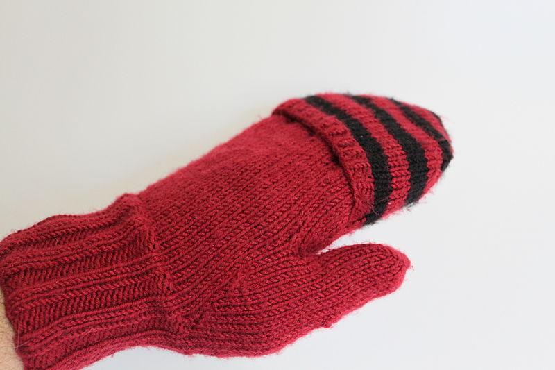 File:Fold mitten Klappfäustling 2 in 1 Handschuh 02.JPG