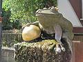 Froschkönig Brunnenfigur Naumburg (Hessen).jpg