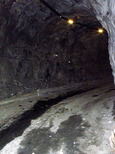 Galerie d'évacuation du tunnel de Ponserand (Savoie), creusée lors du percement du tunnel.