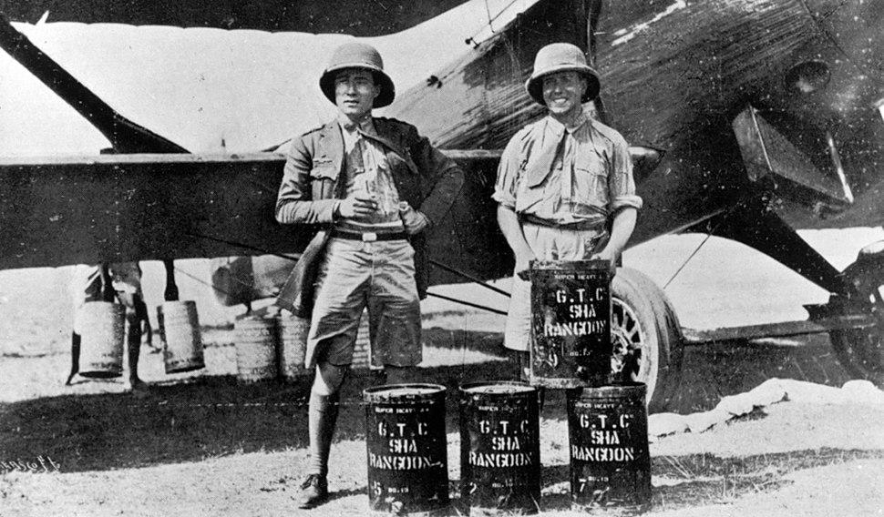 Gallarza and Loriga (on the right) in a layover in Rangun.