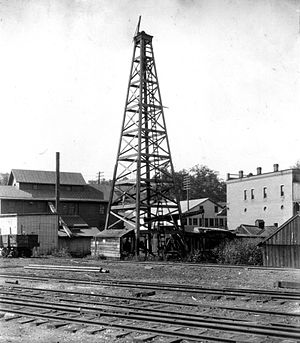 Washington oil field - A United States Geological Survey photo of the Gantz oil well in 1904.