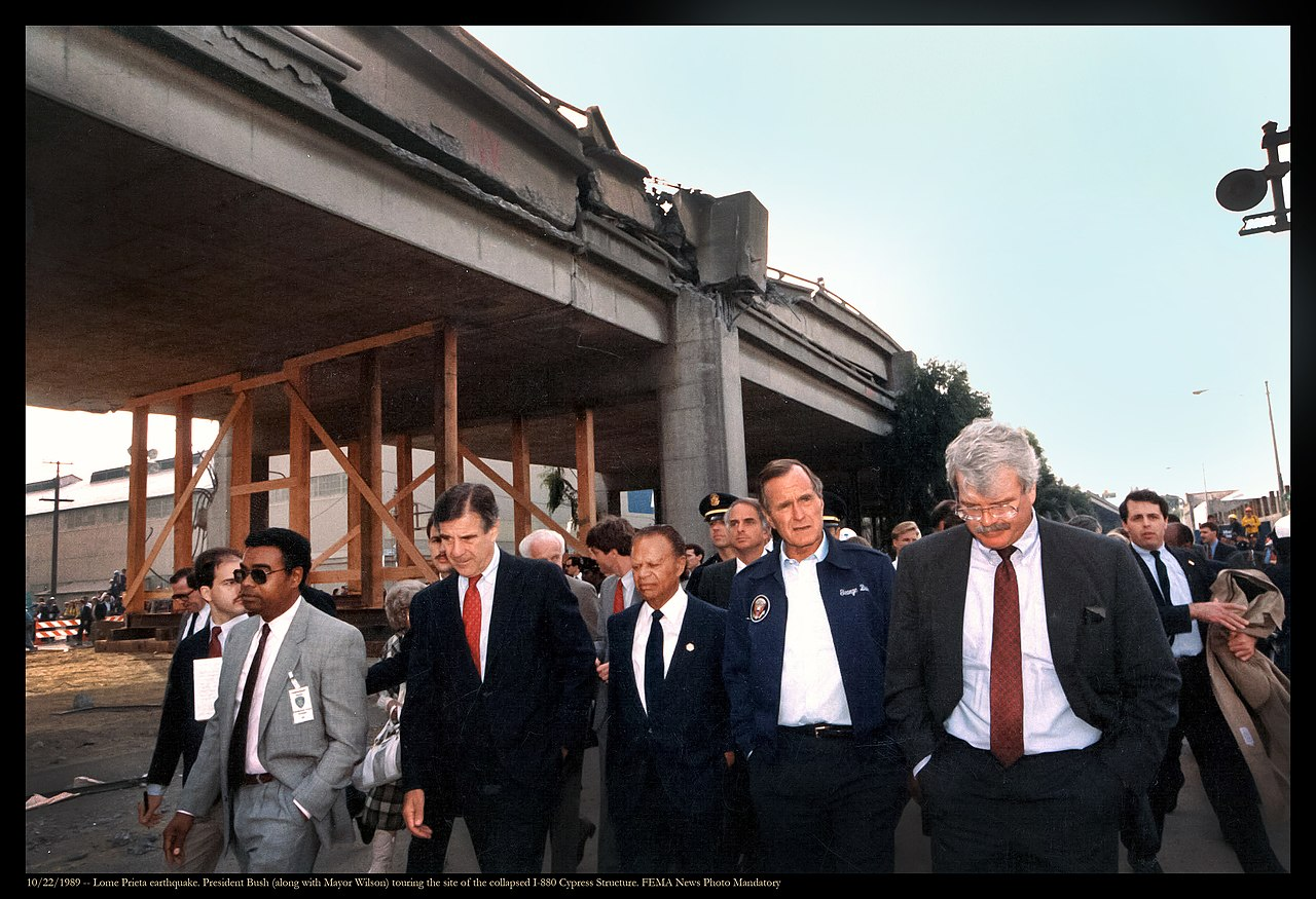 File:George H. W. Bush (along with Mayor Wilson, Congressman Pete Stark to  the right) touring the site of the collapsed I-880 Cypress Structure.  Congressman George Miller is to George Bush's left (21632784174).jpg -  Wikimedia Commons