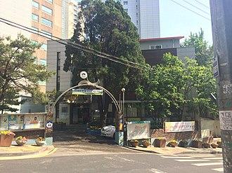 Gongdeok-dong - Image: Gongdeok dong Comunity Service Center 20140514 153331