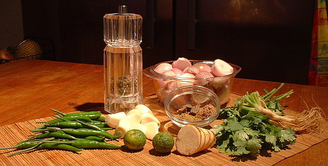 All the ingredients you need to season and spice your Thai curry.