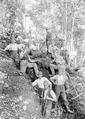 Gruppenbild von Mannschaft und Kader bei der Arbeit am Schützengraben - CH-BAR - 3240111.tif