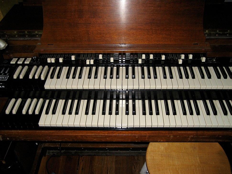 Hammond B2 (closeup)