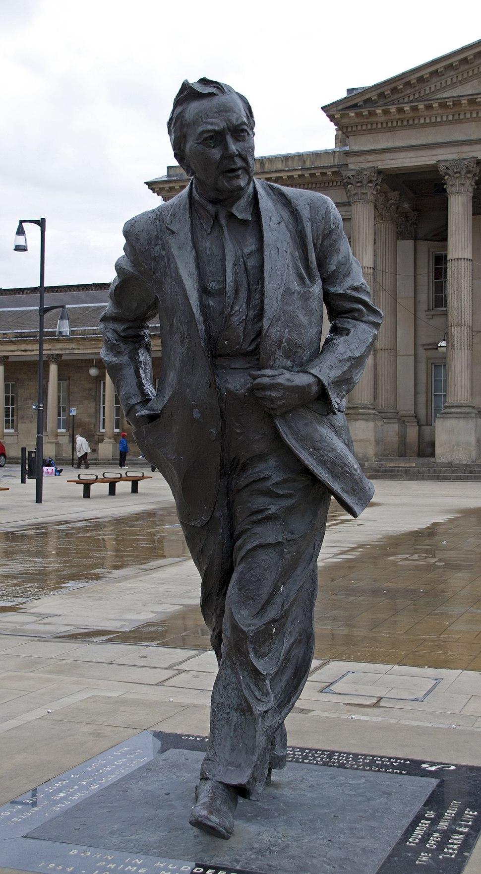 Harold Wilson statue