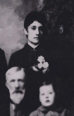 Wilhelmina Kekelaokalaninui Widemann Dowsett - Wilhelmina with her father Hermann A. Widemann and nephew Charlie Berger, 1886