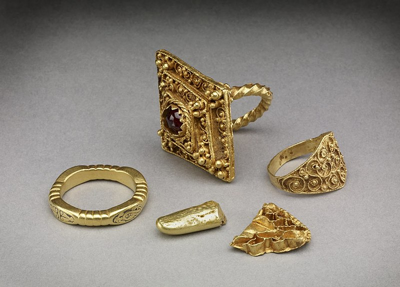 File:Hoard of Anglo-Saxon rings.jpg