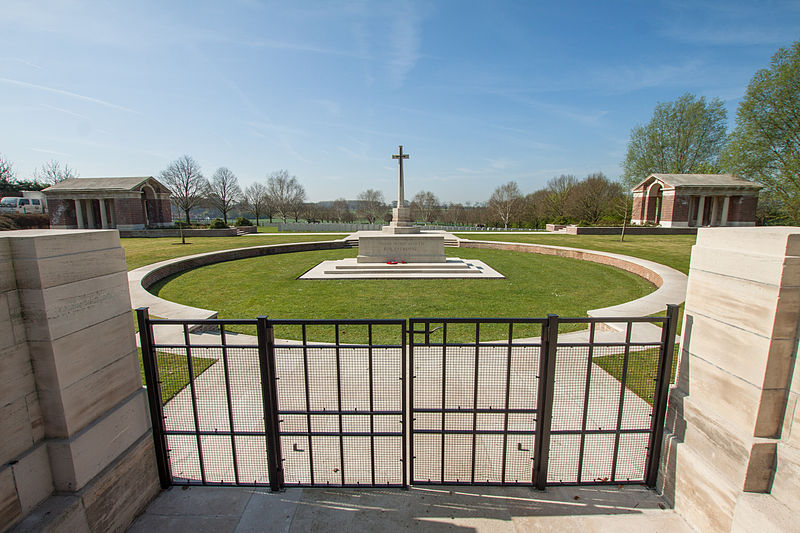 File:Hooge Crater Cemetery 8a.JPG