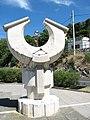 Horvátország Senj napóra szobor 5000km északi sark egyenlítő.jpg