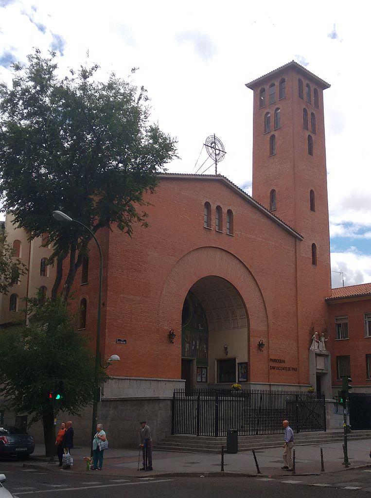 File iglesia de san vicente de paul for Piscina san vicente de paul