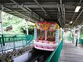 Ikomasanjyou-Station-platform.jpg