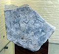 Iscrizione frammetaria etrusca in marmo grigio (AVNI), età ellenistica.jpg