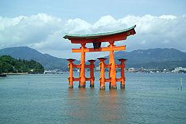 ItsukushimaTorii7390.jpg