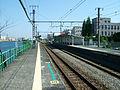 JREast-Shin-shibaura-station-platform.jpg