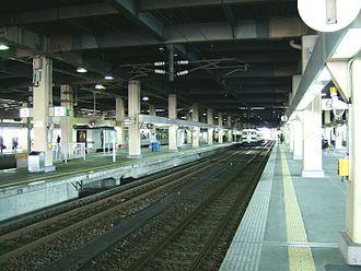Kanazawa Station - The JR tracks and platforms